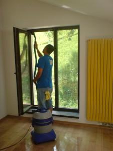 geamuri 05 new 225x300 Serviciu specializat de curatat ferestre